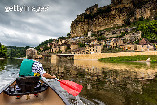 Mature woman canoeing on the River Dordogne at Beynac-et-Cazenac - gettyimageskorea