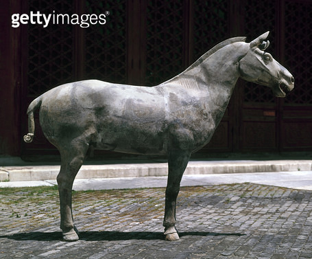 CHINA: HORSE, c210 B.C. /nTerracotta horse from the mausoleum of Qin Shi Huang (259-210 B.C.), the first Qin Emperor, c210 B.C. - gettyimageskorea