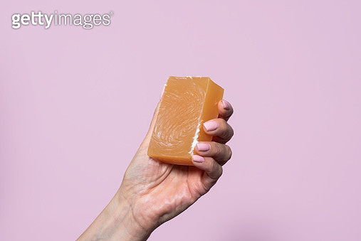 Close-up of a hand holding a bar of soap - gettyimageskorea