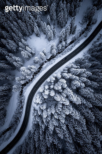 Aerial view of a road winding through snow covered forest, Zauchensee, Salzburg, Austria - gettyimageskorea