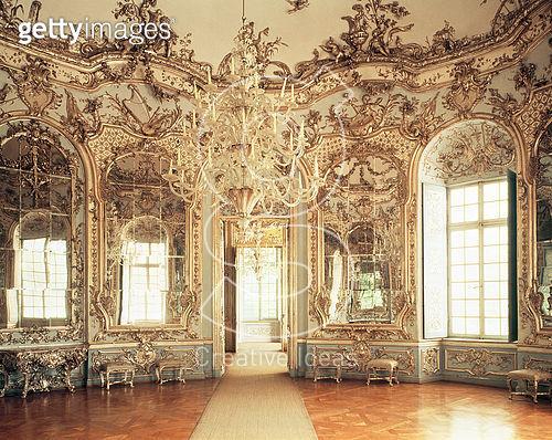 <b>Title</b> : Interior of the Mirror Saloon designed by Francois Cuvillies, 1734-39 (photo) (see also 114790)Additional Infothe Amalienburg, a<br><b>Medium</b> : photograph<br><b>Location</b> : Amalienburg, Schloss Nymphenburg, Munich, Germany<br> - gettyimageskorea