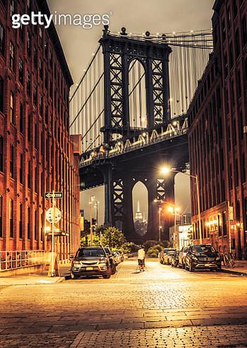 Manhattan Bridge view from Washington street at night - gettyimageskorea