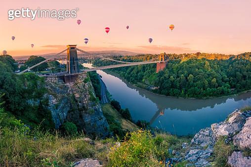 Hot Air Balloons over Clifton Suspension Bridge at Sunrise - gettyimageskorea