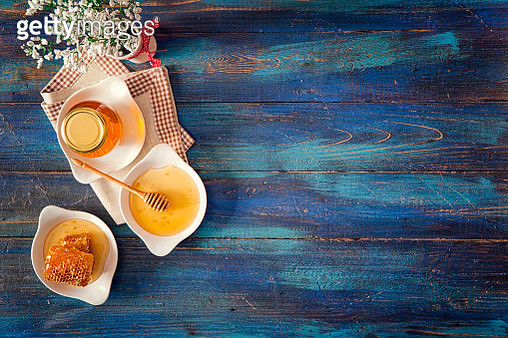 Honey with Honeycombs in a Jar - gettyimageskorea
