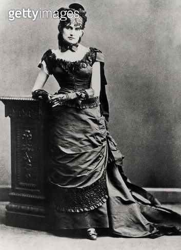 <b>Title</b> : Berthe Morisot (1841-95) (b/w photo)<br><b>Medium</b> : black and white photograph<br><b>Location</b> : Musee Marmottan, Paris, France<br> - gettyimageskorea