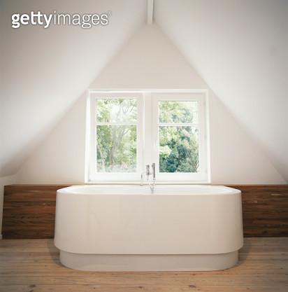 Bathtub by window - gettyimageskorea