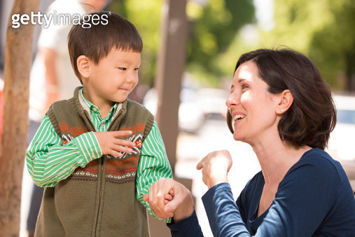Parent communicating with sign language - gettyimageskorea