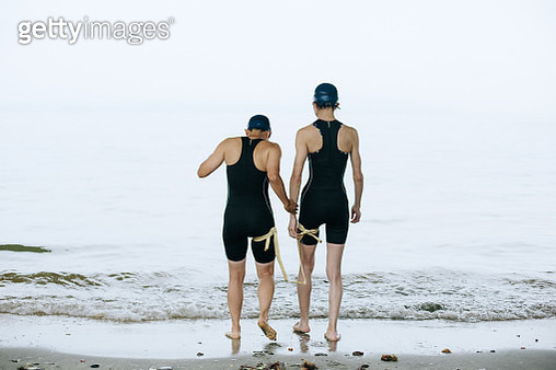 a visually impaired female triathlete and her guide at sea - gettyimageskorea