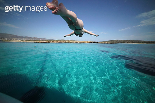 Woman dives from anchored yacht - gettyimageskorea