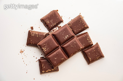 pieces of dark chocolate on white background - gettyimageskorea