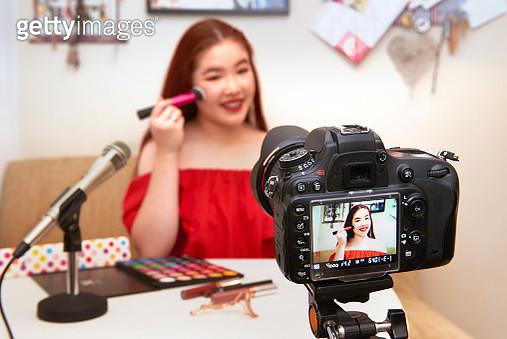 Teenager Influencer Vlogging - gettyimageskorea