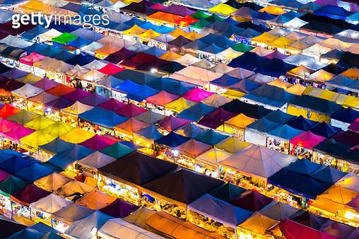 Bangkok night market in thailand, Date: 10/07/2018 18:18:08 - gettyimageskorea