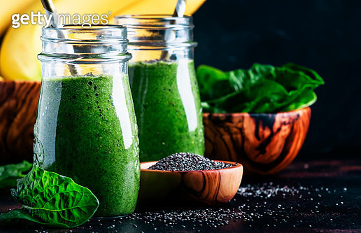 Healthy Detox Green Smoothies With Spinach, Banana And Chia Seed - gettyimageskorea