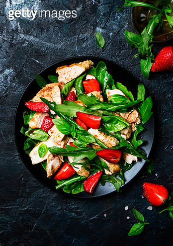 Delicious Salad With Arugula, Strawberries And Grilled Chicken, - gettyimageskorea