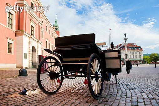 Krakowskie Przedmiescie, the old town of Warsaw, Poland - gettyimageskorea