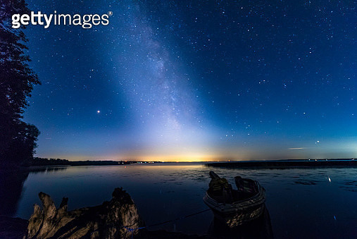 Milky Way on Lake Simcoe - gettyimageskorea