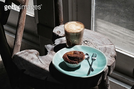 High Angle View Of Dessert And Coffee On Tree Stump - gettyimageskorea