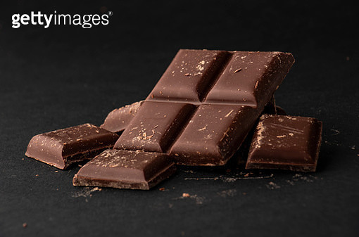pieces of dark chocolate on black background - gettyimageskorea