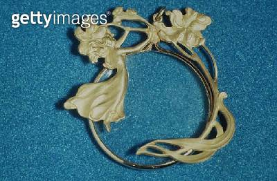 137-0011262 Art Nouveau magnifying glass decorated with gold floral motifs and a woman/ 19th century - gettyimageskorea