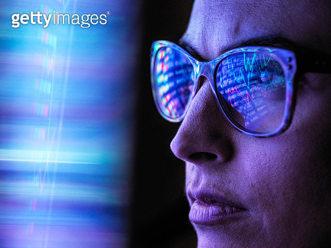 Female analyst viewing financial market data on a screen - gettyimageskorea