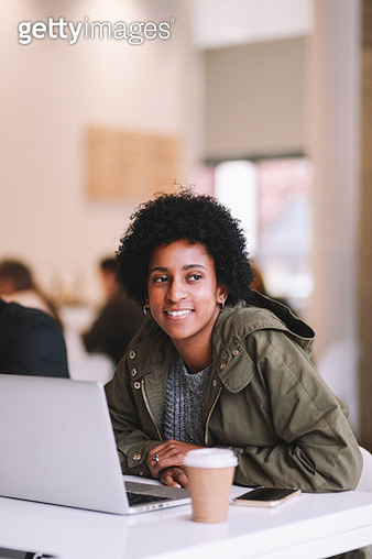 young freelancer woman in a downtown Los Angeles cafe - gettyimageskorea