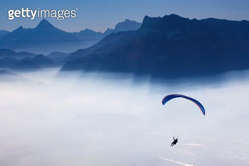 skydiving - skydiver in blue sky - gettyimageskorea