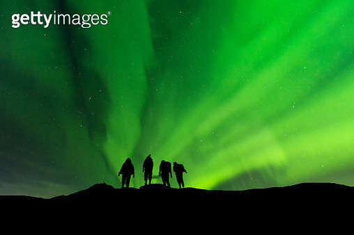 Silhouette group standing on top of peak mountain and Aurora light  .success, winner, leader and Teamwork concept . - gettyimageskorea