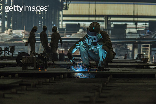 Welder working at a ship building yard in China. - gettyimageskorea
