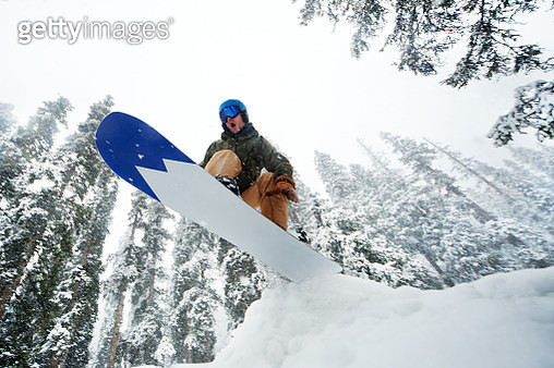 Man jumping with snowboard - gettyimageskorea