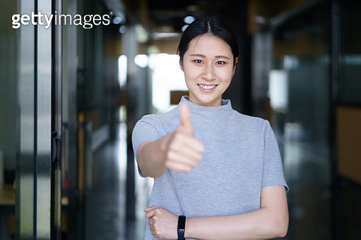 asian female thumbs up in office - gettyimageskorea