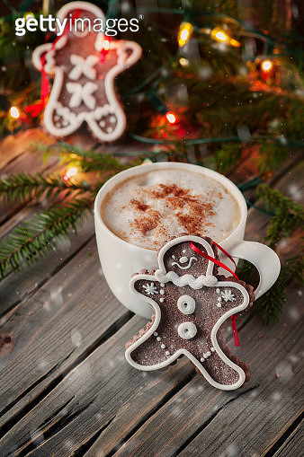 Gingerbread for christmas on the vintage table - gettyimageskorea