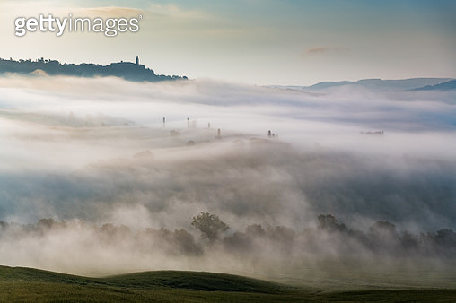 Foggy morning landscape of Tuscany - gettyimageskorea