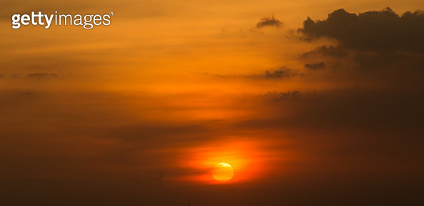 Scenic View Of Dramatic Sky During Sunset - gettyimageskorea