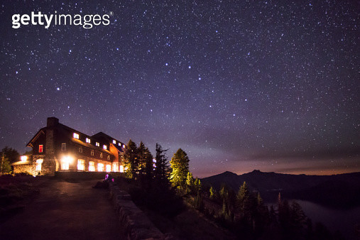 Crater Lake Lodge By Night - gettyimageskorea