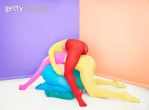 people piled on top of each other - gettyimageskorea
