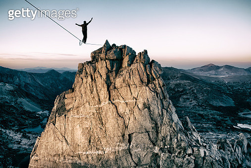 Slackline high in the mountains - gettyimageskorea