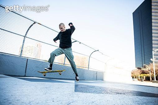 Skateboarder performing trick in downtown Atlanta - gettyimageskorea