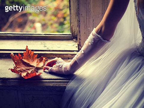 Detail of the brides hand holding autumn leaf - gettyimageskorea