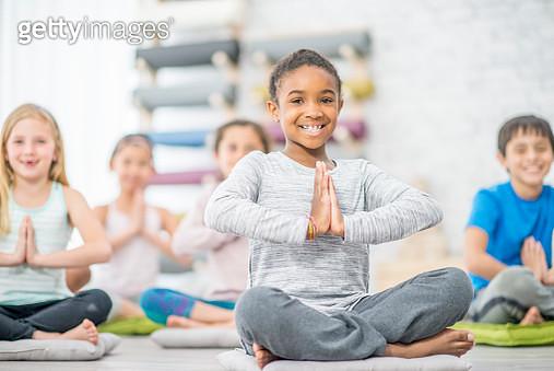 Kids Meditation Group - gettyimageskorea