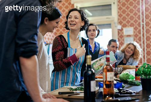Cooking Instructor surrounded by curious students - gettyimageskorea