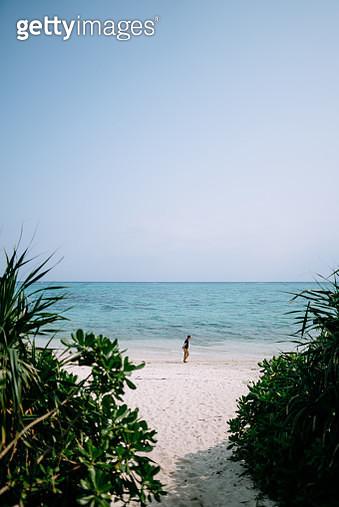 Man walking on white sand tropical beach in the morning, Tabaga Beach, Ishigaki Island of the Yaeyama Islands, Okinawa, Japan - gettyimageskorea