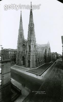 <b>Title</b> : St. Patrick's Cathedral, Fifth Avenue, 1909 (black and white photograph)Additional Infolargest decorated gothic-style Catholic C<br><b>Medium</b> : <br><b>Location</b> : Collection of the New-York Historical Society, USA<br> - gettyimageskorea