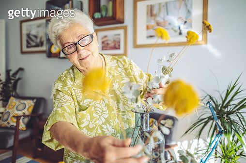 Senior woman at home - gettyimageskorea