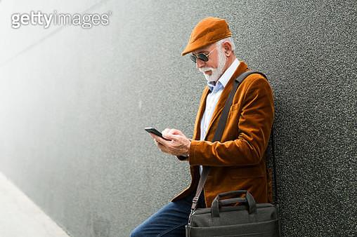 Fashionable Senior Man Outdoors with sunglasses sanding massage - gettyimageskorea