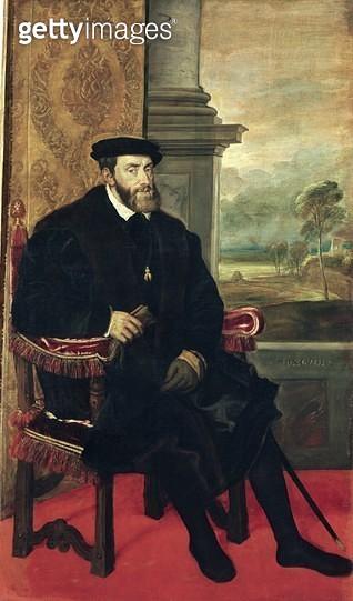 <b>Title</b> : Seated Portrait of Emperor Charles V (1488-1576) 1548 (oil on canvas)<br><b>Medium</b> : oil on canvas<br><b>Location</b> : Alte Pinakothek, Munich, Germany<br> - gettyimageskorea