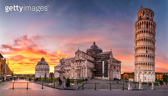 Piazza dei Miracoli and the leaning tower of Pisa - gettyimageskorea