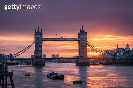 Sunrise above Tower bridge in London city - stock image - gettyimageskorea