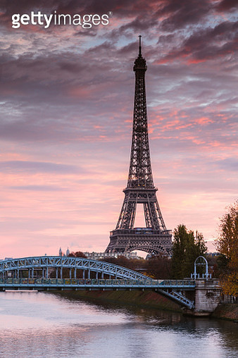 Eiffel tower and river Seine at dawn, Paris, France - gettyimageskorea