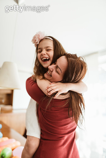 happiness mom with her daughter - gettyimageskorea