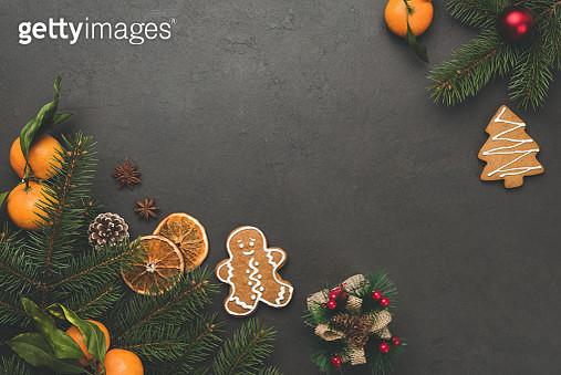 Christmas background. Fir tree, gingerbread cookies, tangerines - gettyimageskorea